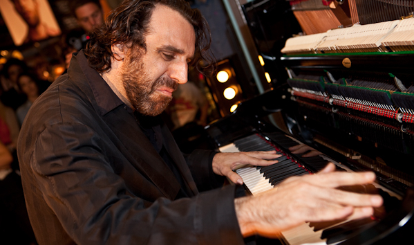 chilly-gonzales-levis-london-keyboard